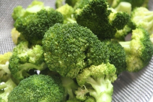 Green broccoli florets